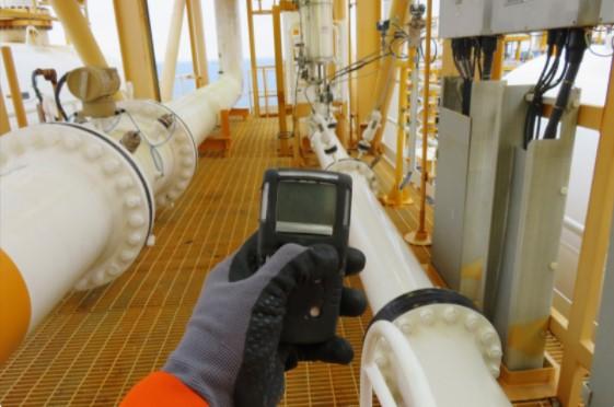 Air leak detecting examiners