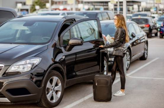 benefits of renting a luxury car for business trip