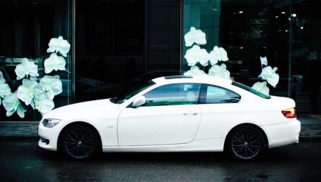 renting a luxury car for business trip Dubai