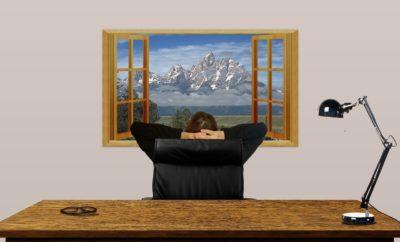 home-office-work-desk-arrangement-for-healthy-posture